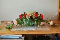 Kukkatalon kurssilla aikaan saatu asetelma