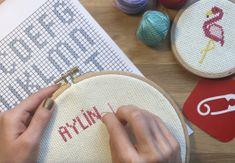 Etamin üstüne harf nasıl işlenir? Hobby Tools, Coin Purse, Lettering, Wallet, This Or That Questions, Knitting, Canvases, Islam, November