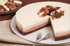 La cheesecake al triplo cioccolato è una gustosissima variante del famoso dolce newyorkese.