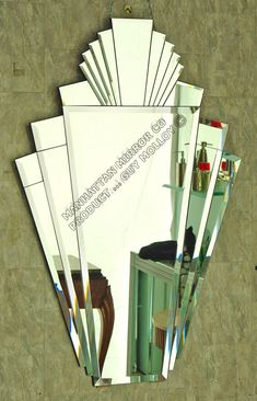 Das Manhattan Mirror Co Manhattan Hoch In Deco Spiegel Art Deco Bathroom, Art Deco Mirror, Bathroom Mirrors, Art Deco Spiegel, Big Shower, Hall Mirrors, Z Arts, Art Deco Furniture, Amazing Bathrooms