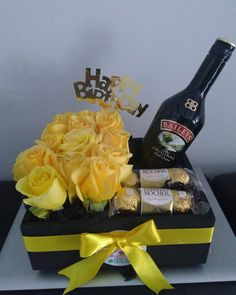 Birthday Bouquet, Diy Birthday, Birthday Gifts, Valentine Gift Baskets, Valentine Gifts, Baileys Original, Rum Cream, Food Gifts, Family Gifts
