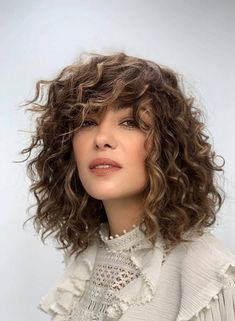 Fresh Short Blonde Haircuts to Update Your Style - Page 3 of 3 - Hannahsdaily Medium Length Curly Haircuts, Short Blonde Haircuts, Medium Hair Cuts, Curly Hair Cuts, Wavy Hair, Short Hair Cuts For Women, Short Hair Styles, Short Dark Hair, Beautiful Hair Color