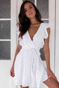 How to wear fall fashion outfits with casual style trends Spring Summer Fashion, Spring Outfits, White Summer Outfits, White Dress Summer, Summer Dress Outfits, Casual Outfits, Fashion Outfits, White Casual Dresses, Dots Fashion