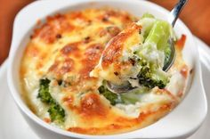 Gratin recipes are ideal for your holiday table. These one-dish meals have a brown and bubbly crust on top and are easy to make and serve for a crowd. Broccoli Gratin, Broccoli Bake, Vegetarian Casserole, Casserole Recipes, Potato Casserole, Broccoli Casserole, Vegetarian Lasagne, Diabetic Recipes, Cooking Recipes