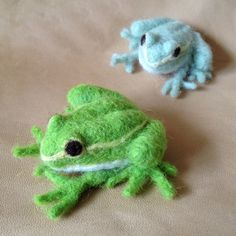 Press visit link above for more options Needle Felted Animals, Felt Animals, Frog Crafts, Needle Felting Tutorials, Cute Frogs, Frog And Toad, Felt Toys, Wet Felting, Soft Sculpture