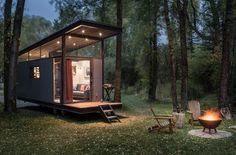 / Small house / Prefab homes / Mini homes / Cabins in the woods / Modern tiny house Tiny House Hotel, Tiny House Swoon, Best Tiny House, Modern Tiny House, Tiny House Cabin, Tiny House Living, Tiny House Plans, Tiny House On Wheels, Tiny House Design