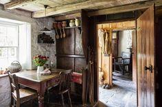 Cottage as seen in World of Interiors - Casas en alquiler en Carmarthen, United Kingdom Welsh Cottage, Old Cottage, Rustic Cottage, Cottage Style, Irish Cottage Decor, Cottage Gardens, Cottage Ideas, English Cottage Interiors, Rustic Interiors