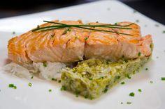 Saumon à l'unilatéral et sa fondue de poireaux | Envie de bien manger http://www.enviedebienmanger.fr/idees-recettes/recettes-saumon