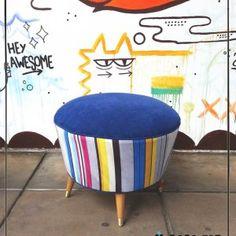 """Banqueta estilo americano """"Stripes"""" Azul  Mide 50cm de diámetro x 35 cm de alto. Generos exclusivos diseñados por CASA FAD"""