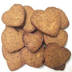 Biscoito de amendoim - Cozinha da Maria >> 1 xícara de pasta de amendoim + 1 ovo + 1/2 xícara de açúcar de coco + 1/2 xícara de farinha de aveia. Misture bem todos os ingredientes e deixe a massa descansar na geladeira por 30 minutos. Pré aqueça o forno a 180 graus, e faça bolinhas com a massa (ou no formato que quiseres). Coloque os biscoitos em uma travessa forrada com papel manteiga e leve-os para assar por 10-15 minutos!