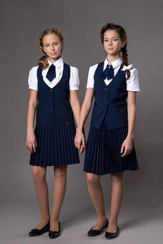 School Girl Dress, School Dresses, Girls Dresses, Moda Tween, Tween Mode, Cute School Uniforms, School Uniform Girls, Preteen Girls Fashion, Little Girl Fashion