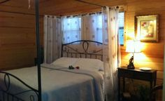 DeGray Lake Cabins: Remember When (Bismarck near Hot Springs AR) bedroom  :)