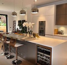 Modern and Contemporary Kitchen Cabinets Design Ideas 44 - Rockindeco Contemporary Kitchen Cabinets, Modern Kitchen Design, Interior Design Kitchen, Kitchen Cabinet Design, Kitchen Cabinetry, Kitchen Dinning, Kitchen Decor, Kitchen Ideas, Luxury Kitchens
