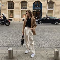 In my boards you can find inspiration for summer casual outfits and look trendy) Get your portion of inspiration! Daily Fashion, Fashion Week, Fashion Looks, 80s Fashion, White Fashion, Outfits Otoño, Summer Outfits, Fashion Outfits, Fashion Tips