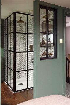 Home Decor Cozy Victorian terrace house: Carol's home is full of colour art and antique finds Victorian Terrace Interior, Victorian House Interiors, Victorian Bedroom, Victorian Homes, Victorian House London, Terrace House Exterior, Terraced House, Terrace Design, London House