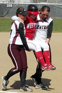 espnW -- Florida Southern College softball players carry injured Eckerd College opponent around the bases after game-winning homer