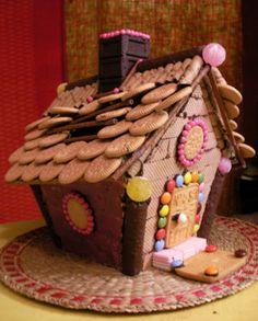 クリスマスのお菓子の家★ヘクセンハウス by goodaroro [クックパッド ... Candy House, Play Food, Candy Shop, Royal Icing, Holiday Treats, Crafts For Kids, Sweet Home, Sweets, Chocolate