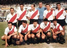 1965. River Plate - Parados: Sainz, Ramos Delgado, Matosas, Carrizo, Cap y Grispo. Agachados: Ermindo Onega, Sarnari, Artime, Lallana y Más