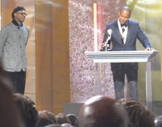The superstar wattage in this room was absolutely amazing. Here's Samuel L. Jackson presenting Jamie Foxx with his Best Actor Award at the Annual NAACP Image Awards at the Shrine Auditorium, Los Angeles Walk In My Shoes, Civil Rights Movement, Auditorium, Best Actor, Superstar, My Books, Literature, Jackson, Awards
