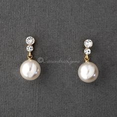 A larger pearl drop earring set of light ivory pearls that hang from two small round crystals. A classic looking wedding day earring style! They are silver or gold plated, titanium posts, pearls and 1 inch long. Prom Jewelry, Wedding Jewelry Sets, Pearl Jewelry, Bridal Jewelry, Beaded Jewelry, Bridal Accessories, Flower Jewelry, Silver Jewellery, Wire Jewelry