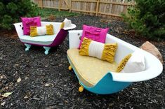 Cast Iron Bathtub Couch from ruffhousearts etsy shop. Why didn't I think of this? It's great, interesting, enviroment friendly (since you're recycling) and would look amazing in the back yard. Old Bathtub, Cast Iron Bathtub, Vintage Bathtub, Bathtub Bench, Bathtub Ideas, Diy Outdoor Furniture, Diy Furniture, Garden Furniture, Upcycled Furniture