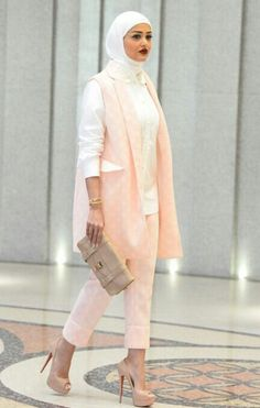 #FashionablyModest #thosekillaheels!! If you haven't already follow mrmr_4 on… Arab Fashion, Islamic Fashion, Muslim Fashion, Love Fashion, Casual Hijab Outfit, Hijab Chic, Hijab Fashion Summer, Modest Fashion, Hijab Moda