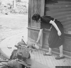 Lisieux 22/08/44-5h PM: French woman gives a cup of tea to a British soldier