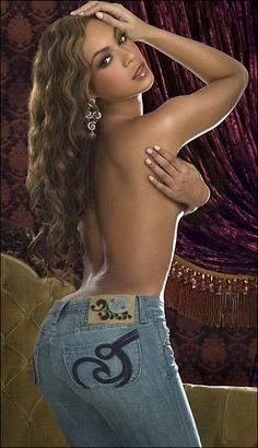Beyonce Knowles topless wearing blue skinny jeans | Jeans for curvy women | Jeans for curvy women