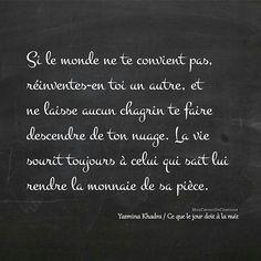 Si le monde ne te convient pas, réinventes-en toi un autre, et ne laisse aucun chagrin te faire descendre de ton nuage. La vie sourit toujours à celui qui sait lui rendre sa monnaie de sa pièce. ✒️ Yasmina Khadra /Ce que le jour doit à la nuit #citation #citations #quote #quotes #inspiration #instadaily #instaphoto #quotesoftheday #poesie #poetry #poetrycommunity #instacitation #instamood #vivre #lifequotes #yasminakhadra Yasmina Khadra Citation, Collection Of Poems, Artist Management, Motivation, Cool Words, Positivity, Messages, Quotes, Envole
