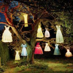 vestidos que cuelgan luz