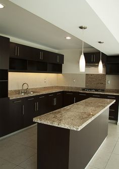 La cocina de Villas IV es muy amplia y muy moderna. Preparar los alimentos es todo un evento para compartir con la familia.