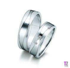 Hele mooie ringen! Zien er wel een beetje lomp en dik uit, maar verder erg mooi. Ook super leuk met 2 kleinere en 1 grotere steen!