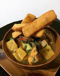 Mi versión de las pantrucas con masa de sopaipillas y surtido de mariscos Thai Red Curry, Ethnic Recipes, Food, Gastronomia, Seafood, Chilean Food, Hoods, Meals