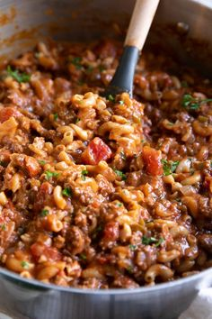 American Goulash Recipe (One-Pot) - The Forked Spoon American Goulash is an easy, one-pot, classic comfort food made with ground beef, tomatoes, and macaroni noodles. Casserole Recipes, Meat Recipes, Crockpot Recipes, Dinner Recipes, Cooking Recipes, Healthy Recipes, Best Goulash Recipes, Fodmap Recipes, Quiche Recipes