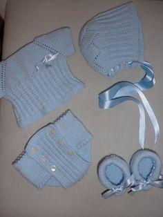 maslanitas: Ropa para muñecos, nenuco y otros. Baby Knitting Patterns, Baby Patterns, Doll Patterns, Knitted Dolls House, Baby Boy Accessories, Baby Born, Diy Clothes, Crochet Bikini, Baby Dolls