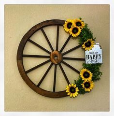 Super cute and easy DIY wagon wheel wall spring living room, dining room, outdoor decor. Sunflower Themed Kitchen, Sunflower Room, Sunflower Crafts, Sunflower Kitchen Decor, Easy Diy Room Decor, Diy Wall Decor, Home Decor Bedroom, Farmhouse Wall Decor, Rustic Decor