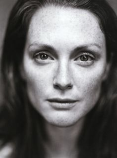 Julianne Moore / Actress / Black & White Photography by Patrick Demarchelier Patrick Demarchelier, Foto Portrait, Female Portrait, Black And White Portraits, Black White Photos, Celebrity Portraits, Celebrity Photos, White Photography, Portrait Photography