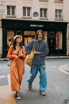 See Photos: The Best Street Style From the Spring 2022 Menswear Shows in Paris | Vogue Street Style 2016, Street Style Trends, Street Style Looks, Street Chic, Street Wear, Checkered Suit, Mens Fashion Week, Fashion Trends, Paris Shows