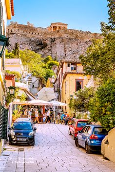 Plaka under the Athens Acropolis, Greece°°