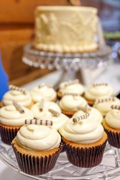 Cupcakes are the perfect alternative to a traditional wedding cake...especially ones that look and taste this good!  Photo: @VisualPoetrywed Cupcakes: @pieceloveandchocolate