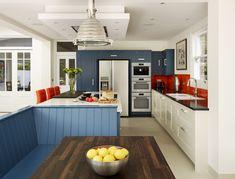 A Harvey Jones Shaker kitchen, featuring our bench seating. #kitchens #bespokekitchens #paintedkitchens #design