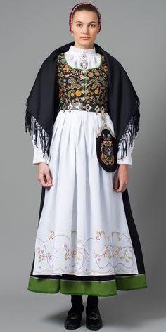 Tranum Røer (svart stakk) Ethnic Fashion, Boho Fashion, Vintage Fashion, Womens Fashion, Traditional Fashion, Traditional Dresses, Norwegian Clothing, Costumes Around The World, Frozen Costume
