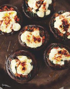 Portobello gevuld met tomaat en mozzarella uit Puur genieten 2, Pascale Naessens #Vegetarian #Snack #Food