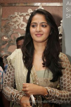 Actress Gallery: Anushka Shetty Latest Collections