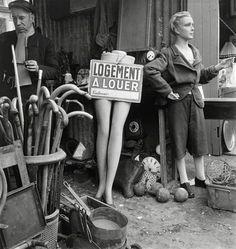 Marché aux puces (Flea Market), Paris 1948. Photo by Willy Ronis.