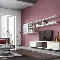Eine Wand in Altrosa schafft eine verträumte und romantische Stimmung im Wohnzimmer. Die schöne braune Erdfarbe des Teppichs harmoniert wunderbar mit der  …
