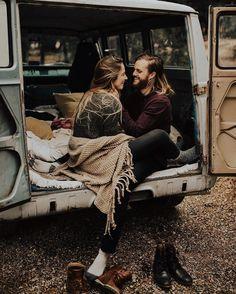 Engagement photo idea - super adorable   fabmood.com #engagementphoto #engaged #engagement #ido #couple