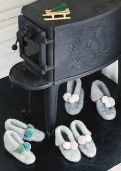 Oppskrifter - Alle gratisoppskrifter - Sandnes Garn Slipper Boots, Knitting, Inspiration, Slippers, Socks, Crochet, Pink, Threading, Biblical Inspiration