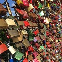 Kassel. Stadt ohne Liebe. Liebesschlösser an der Drahtbrücke. Green Materials, Places To Visit, Satire, Pictures, Kassel, City, Sarcasm