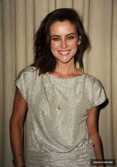 love Jessica Stroup's hair style